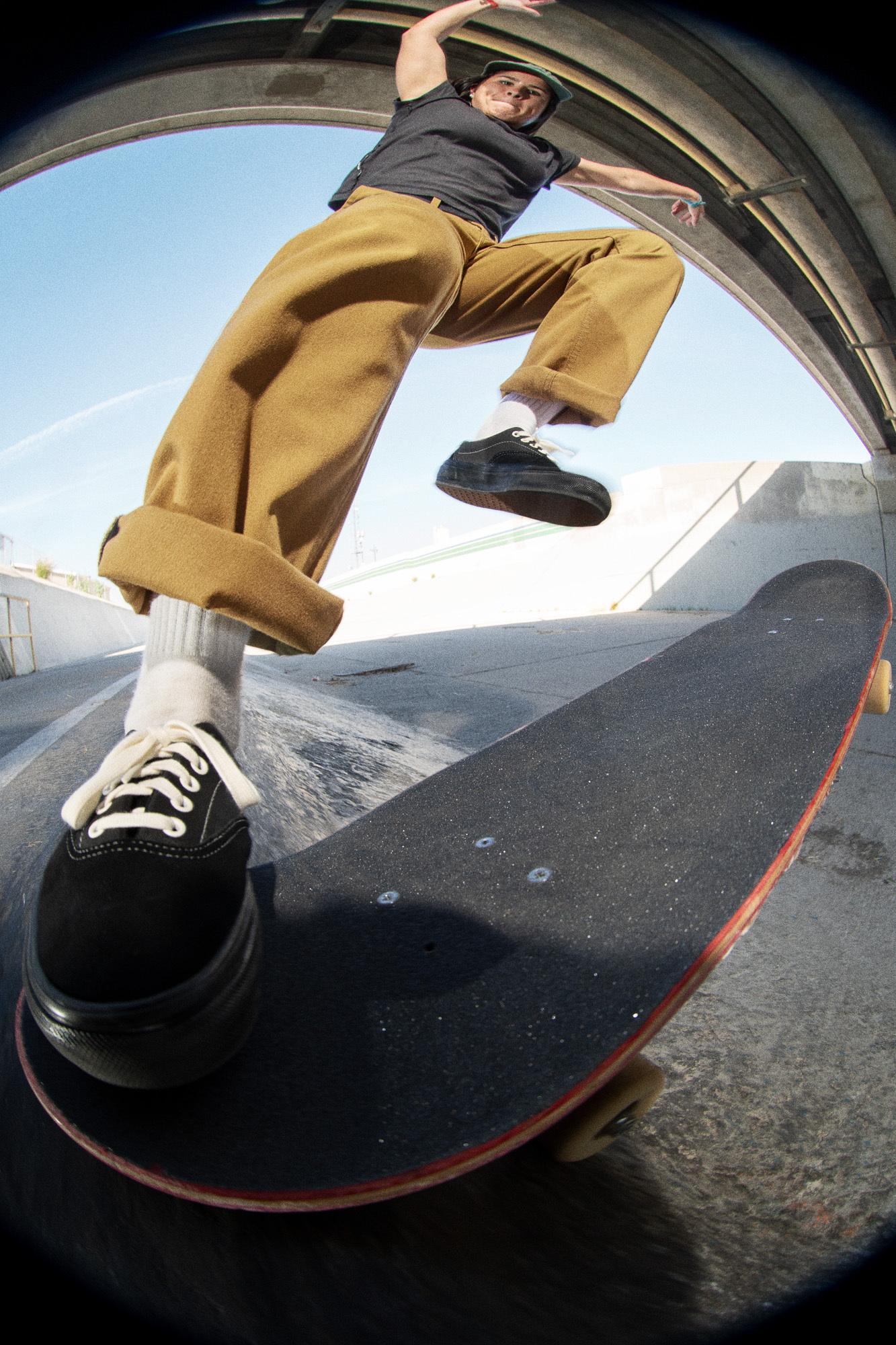 FA21 Skate Authentic Chino Relaxed Fabiana Delfino AA90371