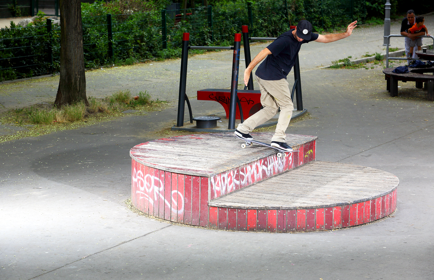 Mike Carroll – Backside Lipslide