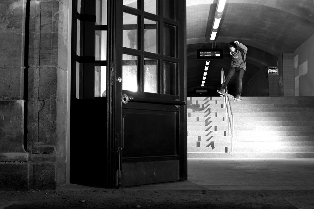 Octavio Trindade – Frontside Flip