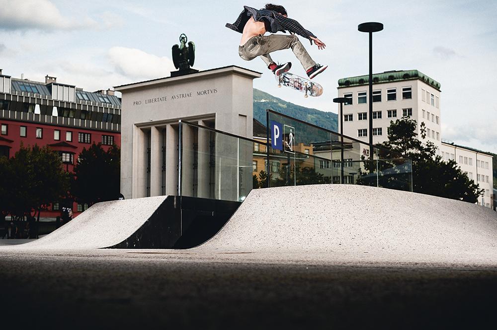Evan Smith - Kickflip